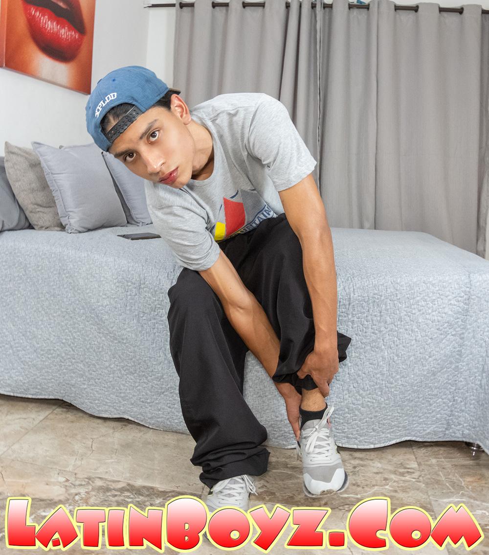 Photo of nude Latino amateur twink Markus